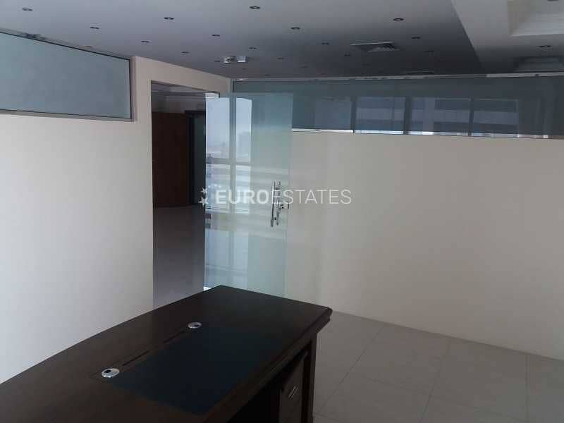 18 Partly Furnished   Spacious Office in Prime Loc.