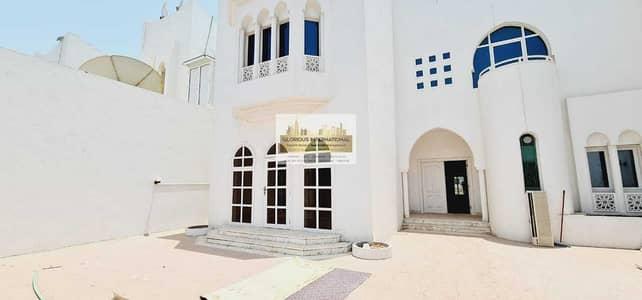 فیلا 5 غرف نوم للايجار في الخالدية، أبوظبي - Amazing Layout w/ Driver's Room