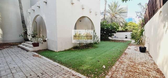 6 Bedroom Villa for Rent in Al Khalidiyah, Abu Dhabi - Modern Villa! 5 Master's RM w/ Driver RM and Garden!