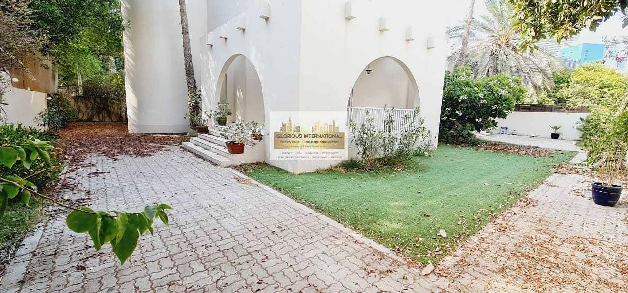 2 Modern Villa! 5 Master's RM w/ Driver RM and Garden!