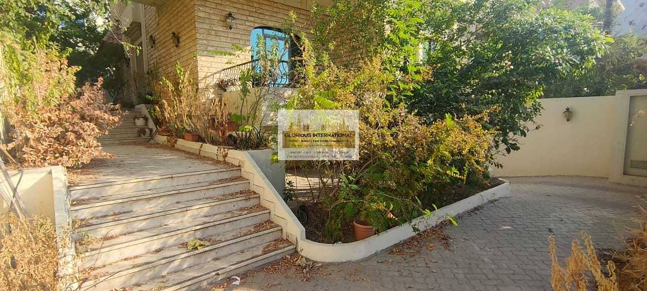 19 Newly Vacated! Prime Location  w/ Lovely Garden