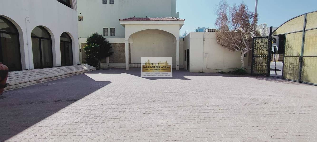 2 Royal Villa! 9 BHK villa in Corniche Khalidiya