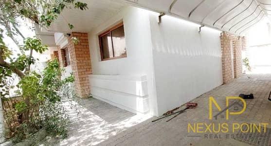 فیلا 4 غرف نوم للايجار في جميرا، دبي - Huge Garden  5 Covered Parking Space  Close Lamer