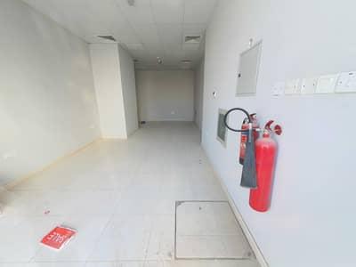 محل تجاري  للايجار في مويلح، الشارقة - محل تجاري في مويلح 12500 درهم - 5268793