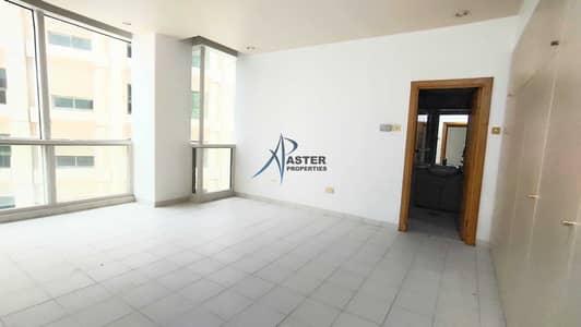 فلیٹ 3 غرف نوم للايجار في الحصن، أبوظبي - 3 Bed Hall Flat +Maid room Parking & Gym Facility