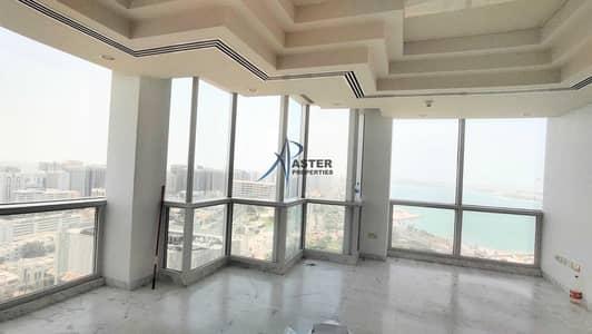 شقة 4 غرف نوم للايجار في الحصن، أبوظبي - Stunning Very Nice sea view 4 bedroom Apartment