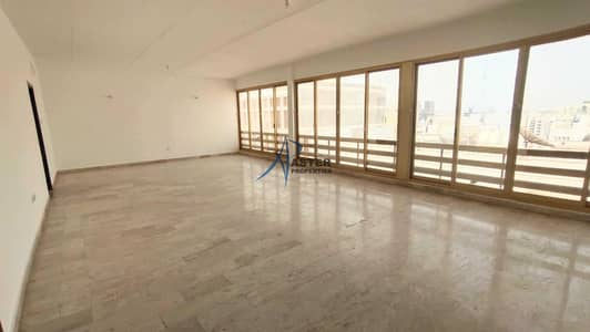 3 Bedroom Flat for Rent in Corniche Road, Abu Dhabi - Spacious 3 Bedroom Duplex Apartment for Rent in Corniche