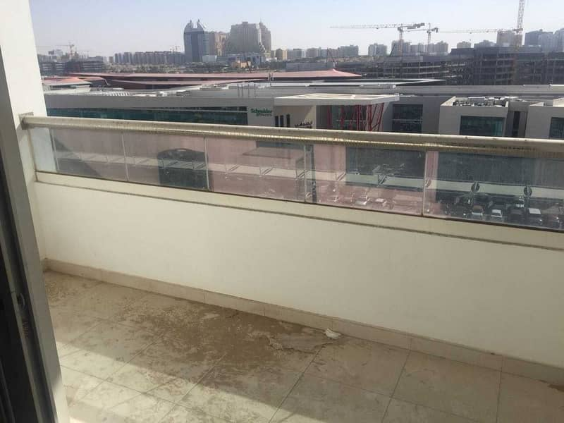 13 Bright  studio with balcony 520 sqft only 25/4 chks
