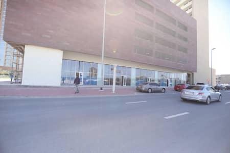 محل تجاري  للايجار في قرية جميرا الدائرية، دبي - Retail space available in Tower 108