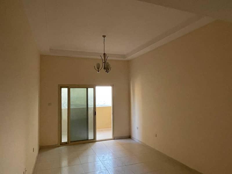 شقة في برج الزنبق مدينة الإمارات 1 غرف 17000 درهم - 5161368