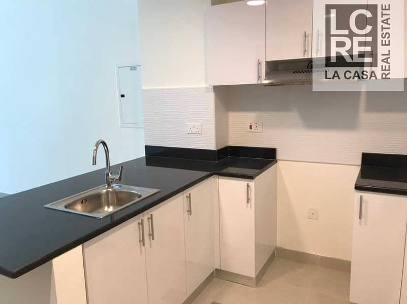 10 6 Chqs I Lavish 1br with Nice View and Community