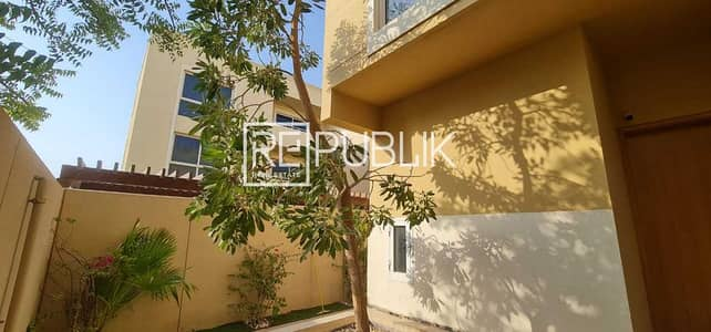 4 Bedroom Townhouse for Sale in Al Raha Gardens, Abu Dhabi - Luxurious 4 Bedroom Townhouse w/ Landscaped Garden