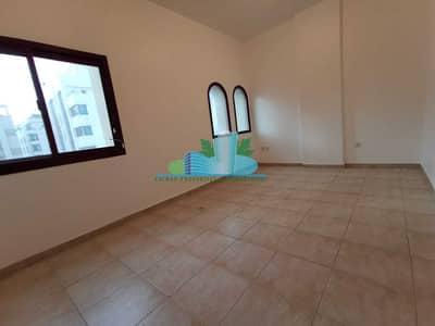 شقة 3 غرف نوم للايجار في المرور، أبوظبي - Large 3 Bhk with Big Balcony Big Hall Built in cabinet 4 cheques  Near Khalifa university
