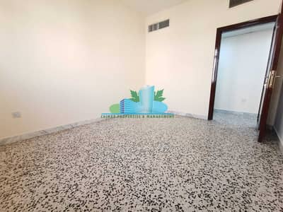شقة 2 غرفة نوم للايجار في مدينة زايد، أبوظبي - 2BHK w/ Modern Glossy tiled  Balcony  4 chqs   Great Location