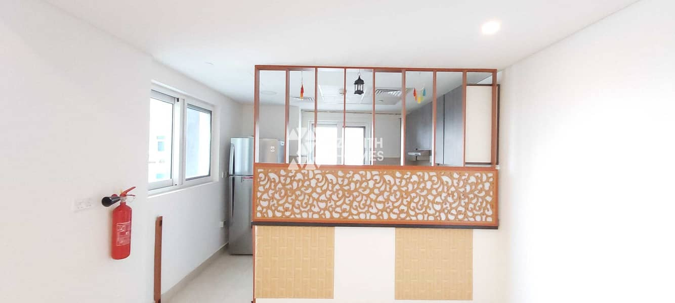 13 Fresh Lease | Fully Upgraded | Fitted Kitchen | Big Layout