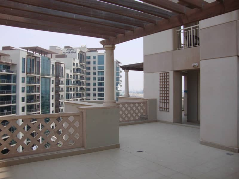 Large size 2 Bedroom Apartment| Lake view| Canopied