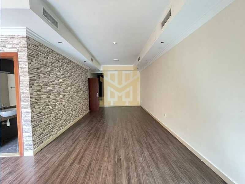 2 Ideal Location  Vacant  3Bed + Maids   Excellent Condition