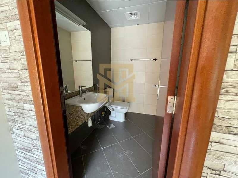 10 Ideal Location  Vacant  3Bed + Maids   Excellent Condition