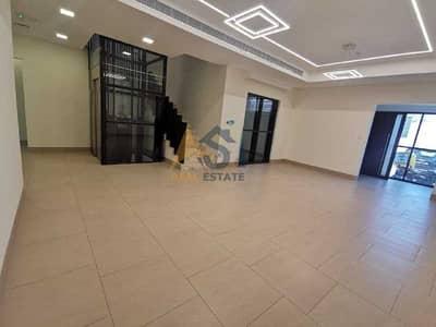 فيلا تجارية 5 غرف نوم للايجار في البرشاء، دبي - Commercial 5 B/R+ Maids Room Villa| Elevator| 4 Parkings| For Rent