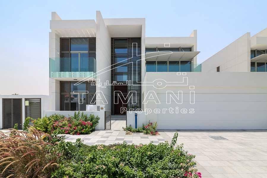 5 BR contemporary corner villa close to gate