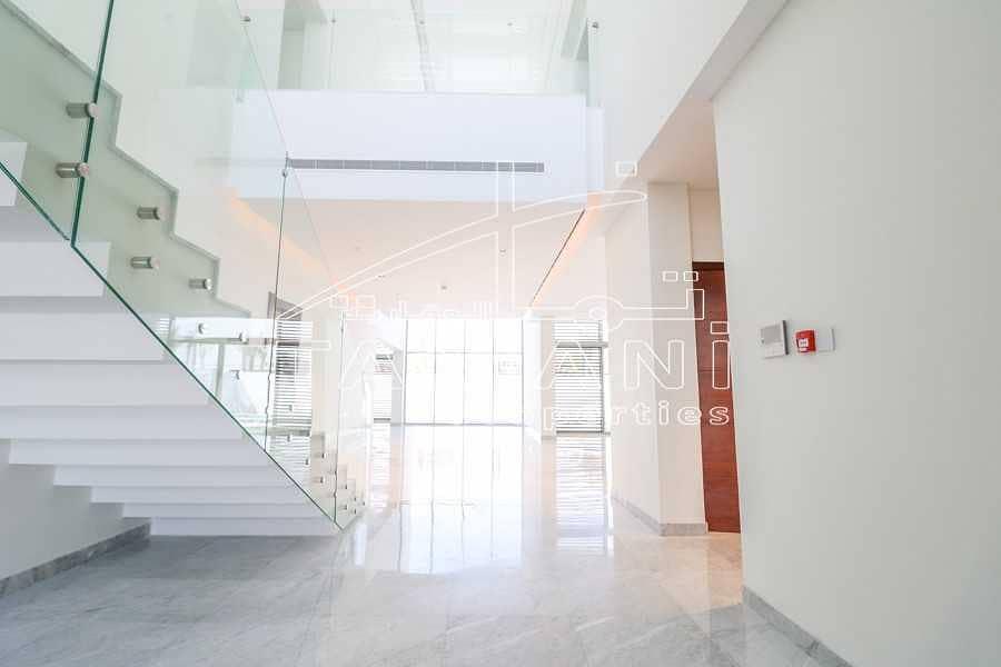2 5 BR contemporary corner villa close to gate
