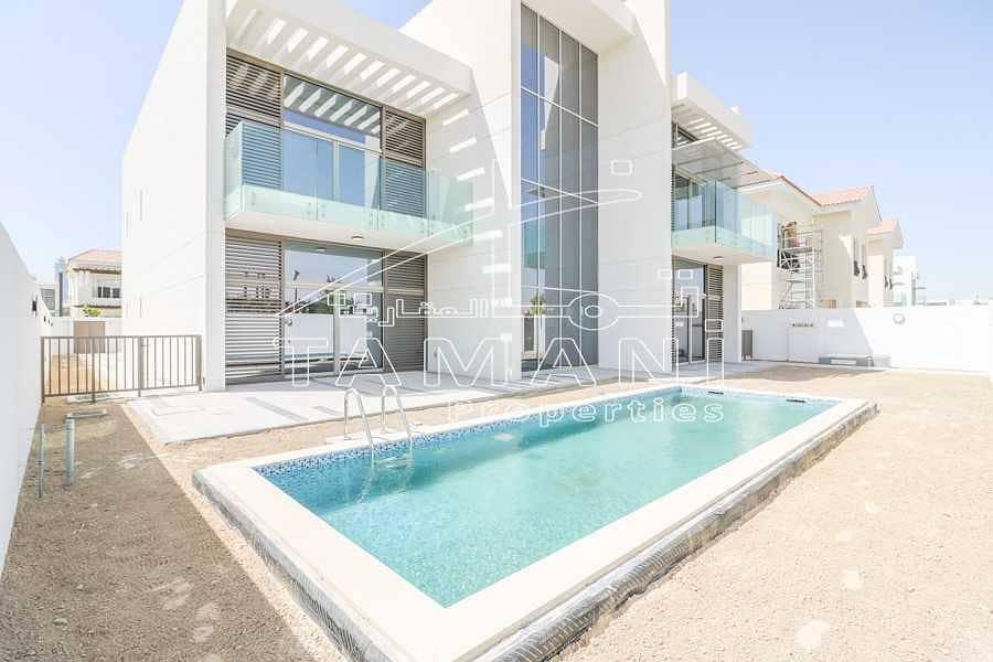 10 5 BR contemporary corner villa close to gate