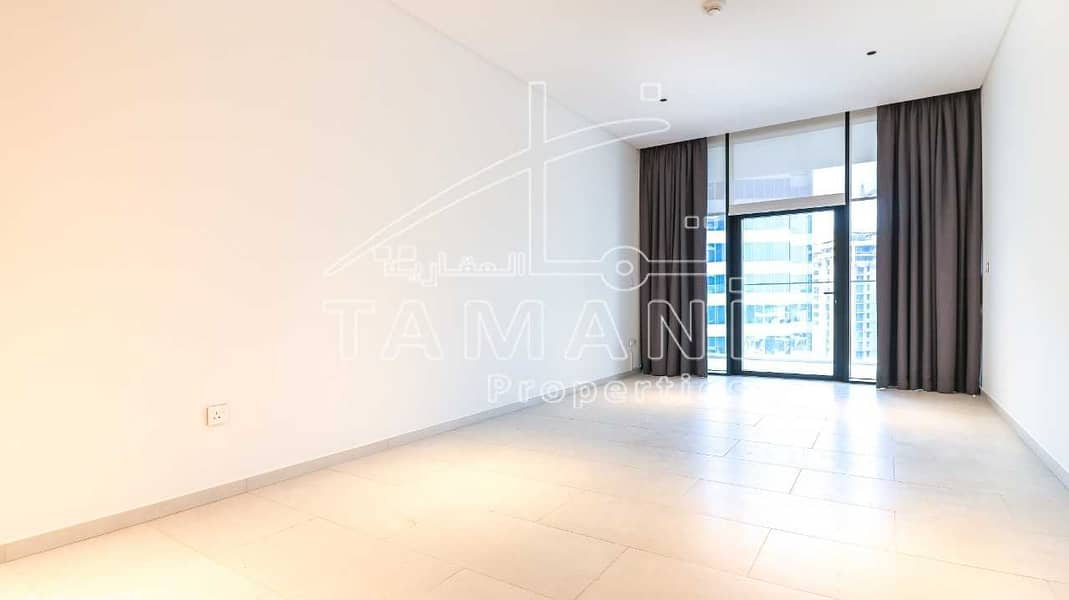 2 VACANT   Stunning View of Canal   High Floor