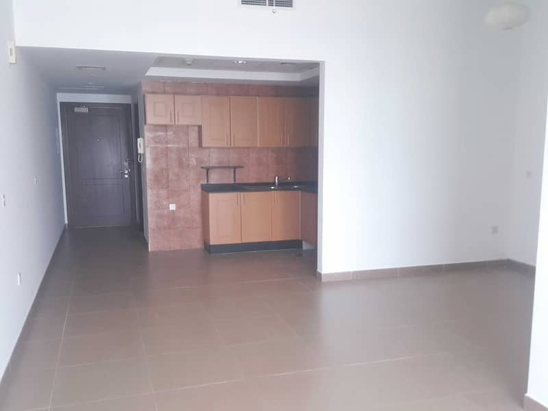 Spacious Studio Flat, U Type Nice Layout, To Let in Hamilton Tower, Business Bay