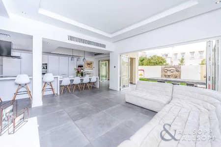 فیلا 4 غرف نوم للبيع في الينابيع، دبي - Exclusive | 4 Beds | Renovated | Open Plan