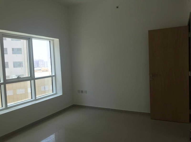 An opportunity that will not be repeated. Two rooms and a hall, fully open view of the city, with fully renovated parking
