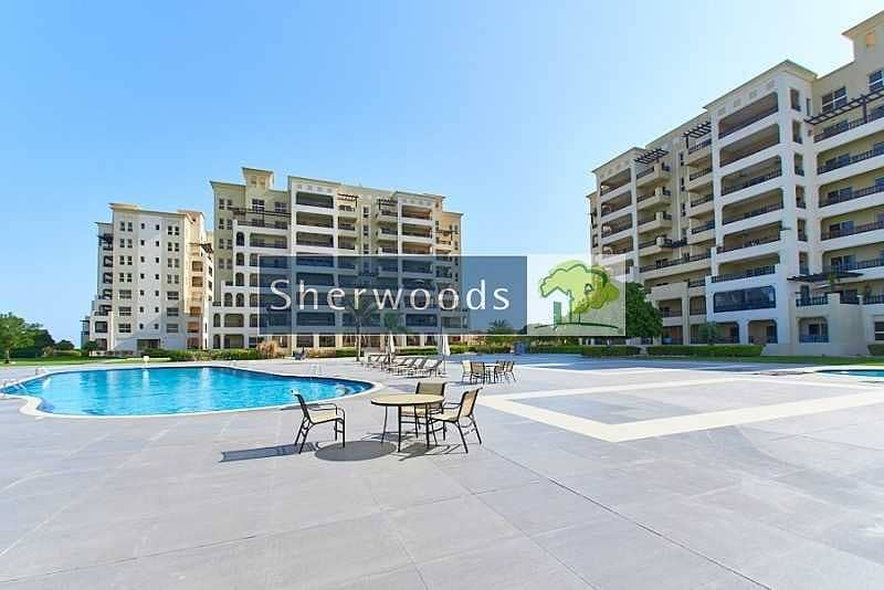 13 Large Apartment overlooking Lagoon and Community