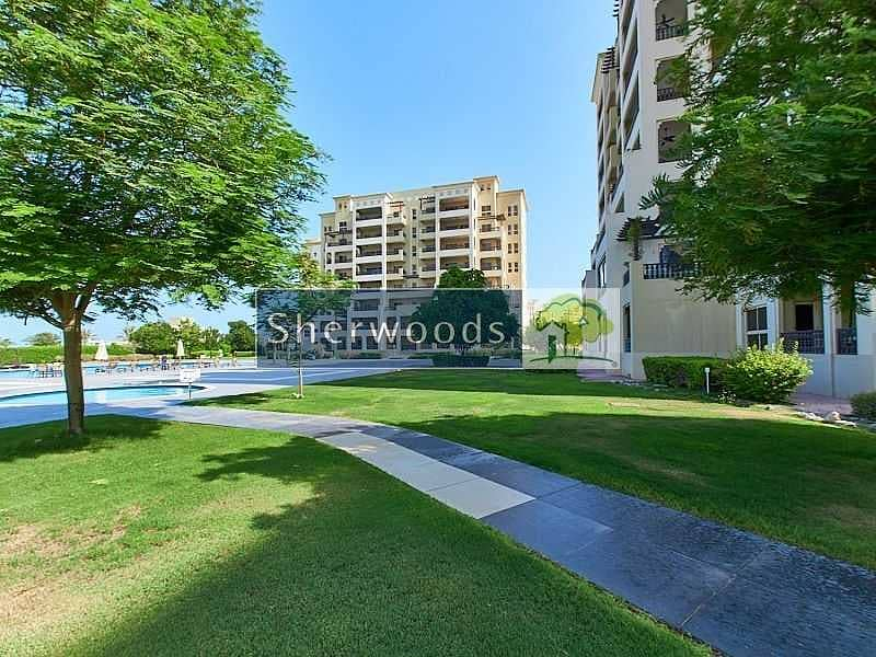 17 Pool and Garden View - Walk to the Beach