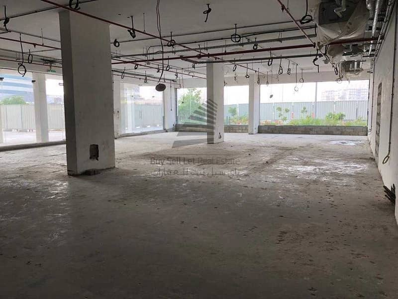 2 BIG & SPACIOUS SHELL & CORE SHOP FOR RENT WITH CANAL & GARDEN VIEW /CENTRALLY LOCATED IN NEW DUBAI GATE 2 JLT