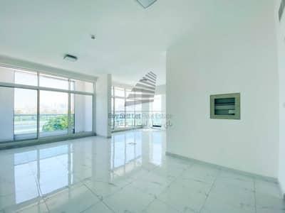 مکتب  للايجار في أم الشيف، دبي - FITTED SPACIOUS LUXURIOUS OFFICE WITH KITCHEN & BATHROOMFOR RENT IN SKB PLAZA