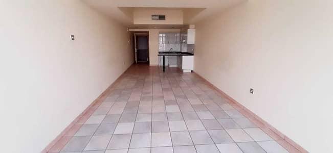 استوديو  للايجار في بر دبي، دبي - شقة في عود ميثاء بر دبي 27999 درهم - 5000115