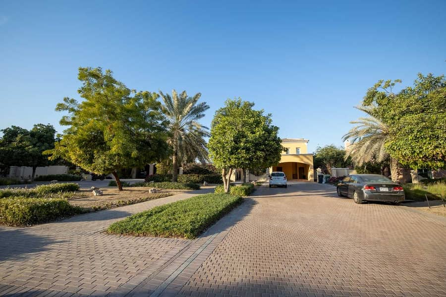 14 Rare 6 Bed | Golf Course View | Large Plot