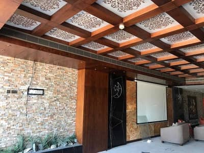 Shop for Rent in Al Garhoud, Dubai - NICE COMMERCIAL FLOOR FOR ANY TYPES OF BUSINESS!