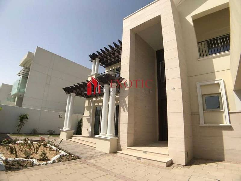 11 4 BR Mediterranean Villa For Sale in District One