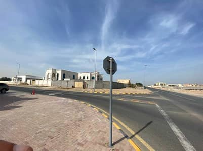 Plot for Sale in Al Jurf, Ajman - Residential lands in Al-Jurf, for sale owned by a  citizen  and a Gulf citizen  , a privileged  location behind the passports