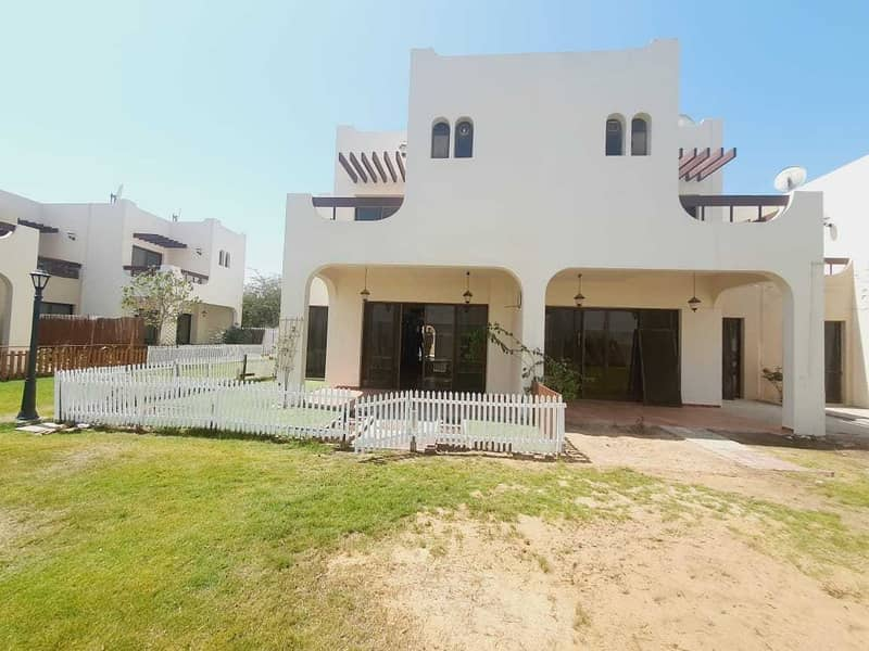 compound 4bhk villa with privet garden shared pool in jumeirah 1 rent is 140k