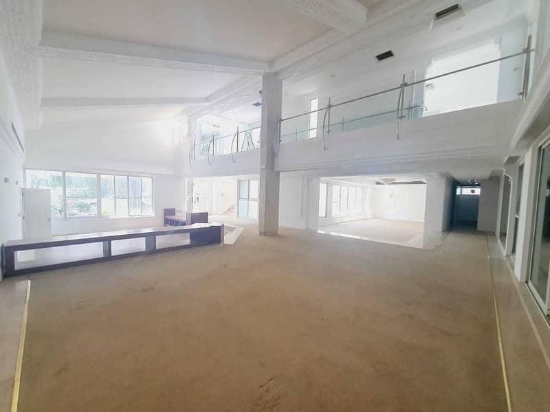 2 modern big independent villa  in Jumeirah 1 rent is 800k