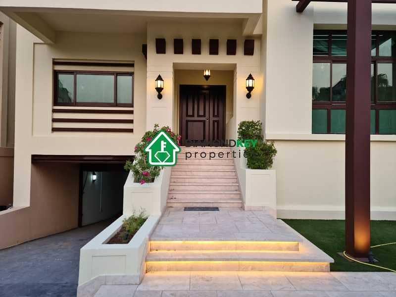 Fully Upgraded! Corner single row villa