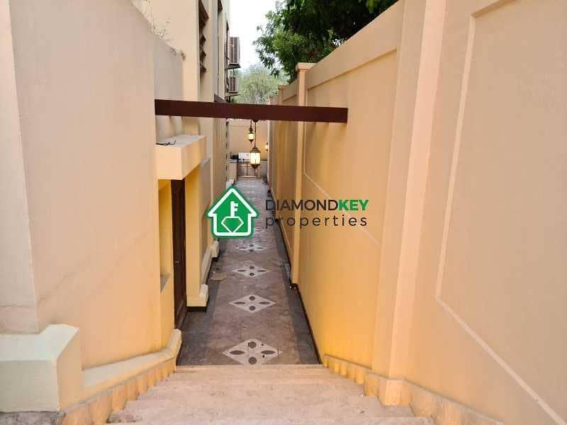 2 Fully Upgraded! Corner single row villa