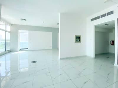 مکتب  للايجار في أم الشيف، دبي - مکتب في SKB بلازا أم الشيف 124000 درهم - 5175232