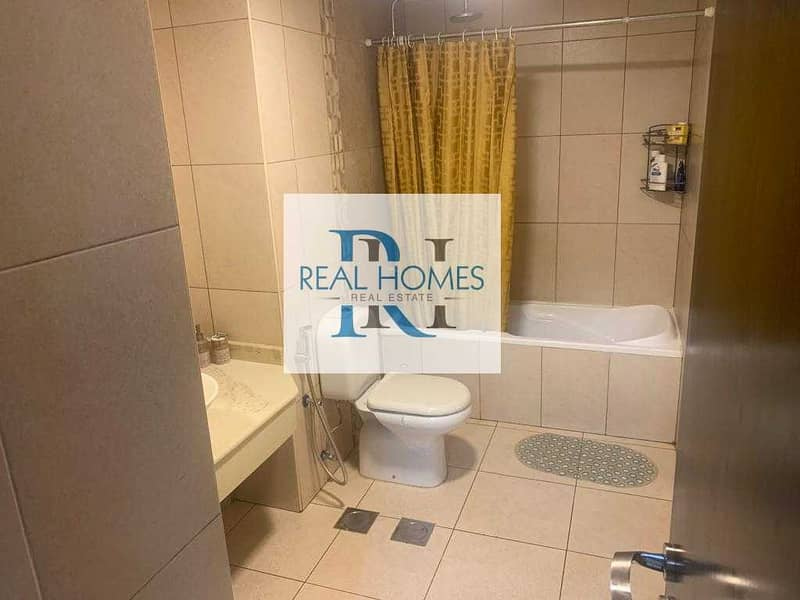 9 2 Bedroom! Fully Upgrade! Well! 2 Parking! Vacant on Transfer