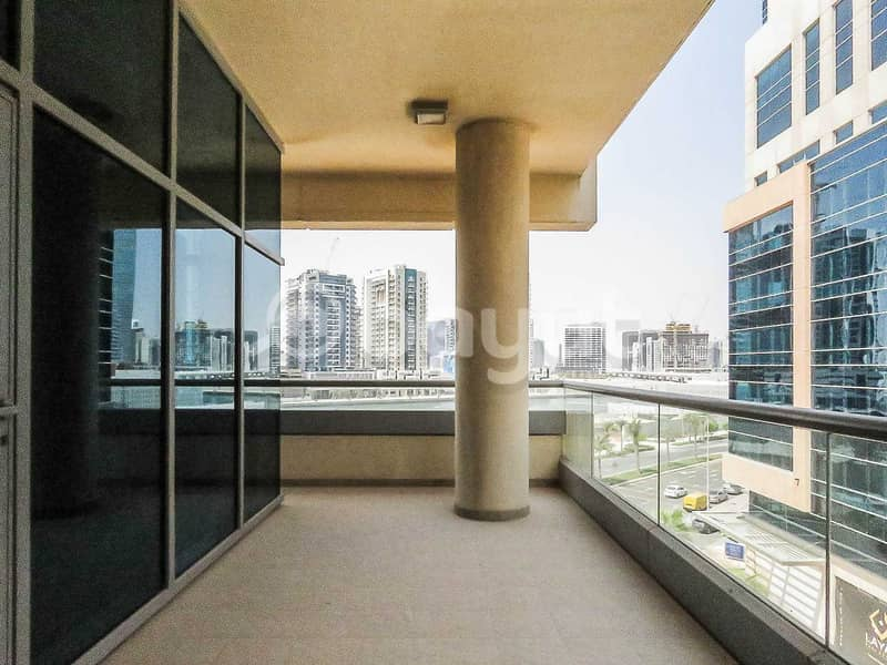 2 850 (!!!!) sq ft Studio - begger than 1 bedroom   terrace