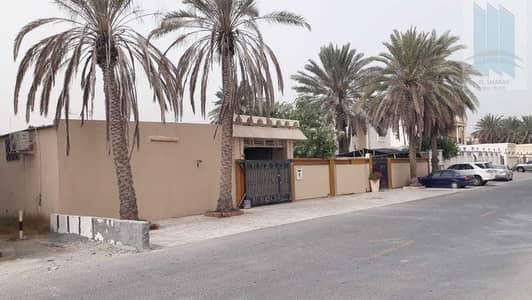 6 Bedroom Villa for Sale in Al Quoz, Dubai - Arabic house for sale in Al Quoz 1 in good price