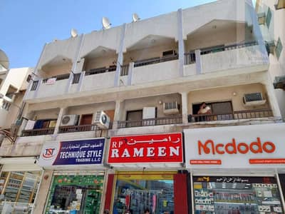 2 Bedroom Flat for Rent in Deira, Dubai - For rent 1BR flat in Mobiles shops area