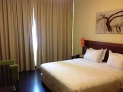 مفروشة بغرفة نوم وصالة غرفة نوم ومبرد مكيف مجاني في موقع جيد جدا