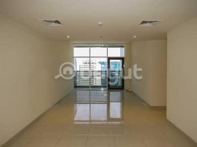 شقة 2 غرفة نوم للايجار في شارع الشيخ زايد، دبي - balcony and  storage room on Sheikh Zayed Road next to DWTC